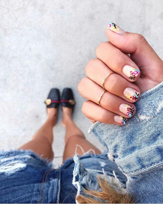 nail art με ανοιξιάτικο mood
