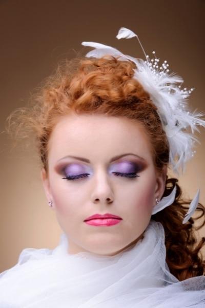 Έντονο νυφικό μακιγιάζ, κοκκινομάλα